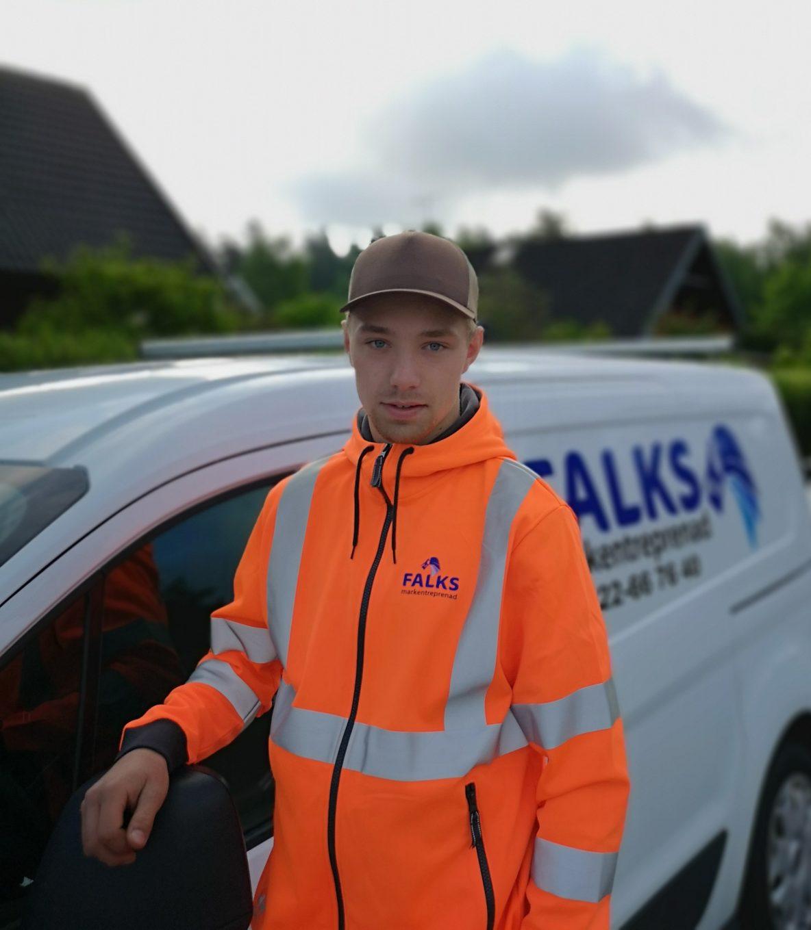 Välkommen Emil till oss! Kul att du äntligen börjar hos oss som maskinist efter dina år på #bräckegymnasiet i Göteborg.